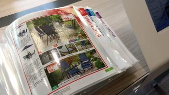 Catálogos para retirada e consulta na loja